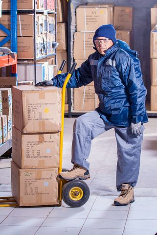 man working in a 3PL warehouse