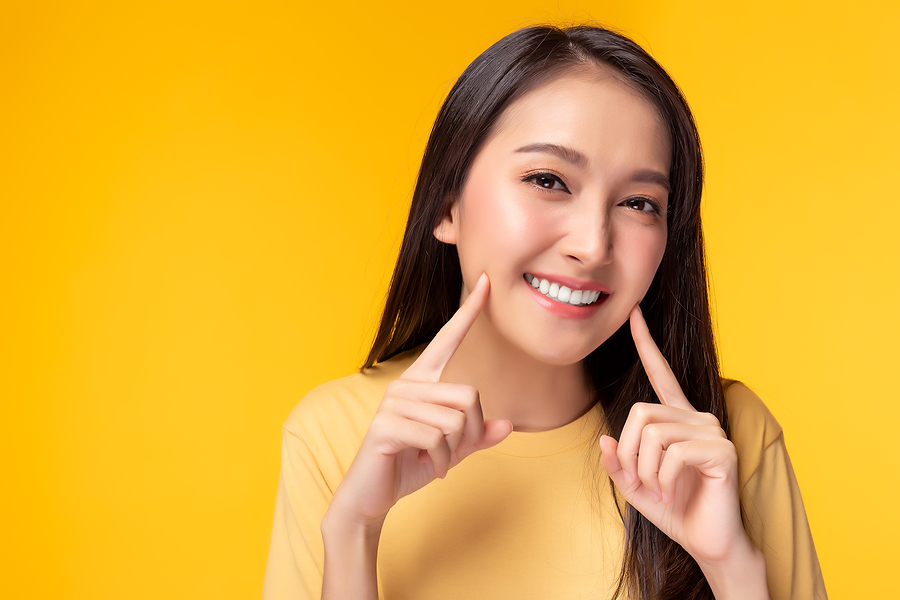 Woman smiling confidently with he teeth out